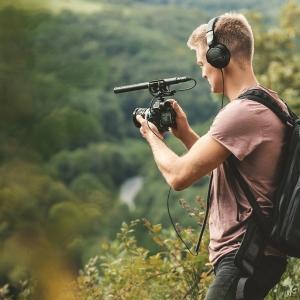 PIC_DT240Pro_17-09_guy-film-forest_v01