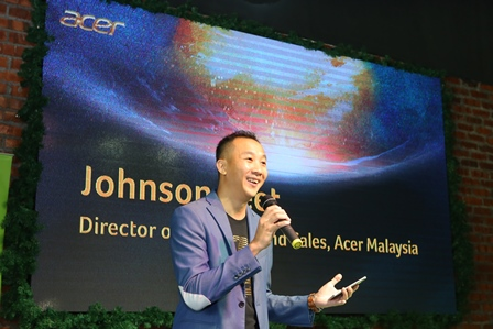 WEE_3836 Acer Malaysia Director of Products and Sales Johnson Seet welcoming all attendees at the launch of the Acer Avengers Infinity War Special Edition Laptops