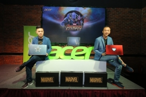WEE_3910 Acer Malaysia Product Team with the newly launched Acer Avengers Infinity War Special Edition Laptops